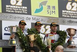 Podium : le vainqueur Maro Engel, Mercedes AMG Driving Academy, le deuxième, Edoardo Mortara, Audi Sport Team Phoenix, le troisième, René Rast, Audi Sport Team WRT