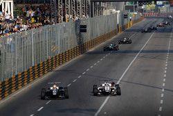 Charles Leclerc, Van Amersfoort Racing Dallara Volkswagen et Felix Rosenqvist, Prema Powerteam Dallara Mercedes-Benz
