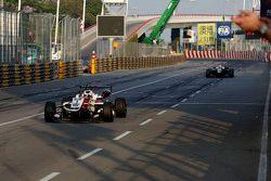 Le vainqueur Felix Rosenqvist, Prema Powerteam Dallara Mercedes-Benz