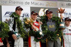 Podium : le vainqueur Felix Rosenqvist, Prema Powerteam, le deuxième, Charles Leclerc, Van Amersfoort Racing, le troisième, Alexander Sims, Double R Racing