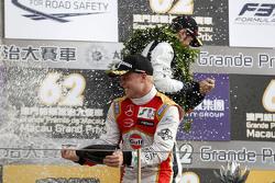 Podium: winner Felix Rosenqvist, Prema Powerteam celebrates with champagne