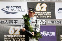 Podium : le deuxième, Charles Leclerc, Van Amersfoort Racing fête sa victoire au champagne