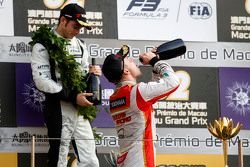 Podium: winner Felix Rosenqvist, Prema Powerteam celebrates with champagne