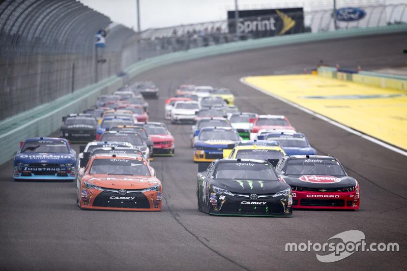 Kyle Busch, Joe Gibbs Racing Toyota leads the pace lap