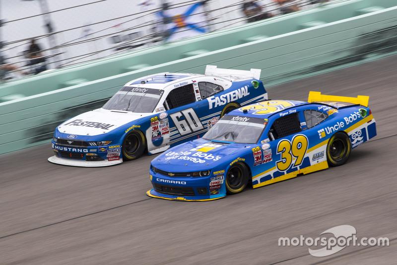 Ryan Sieg, RSS Racing Chevrolet and Chris Buescher, Roush Fenway Racing Ford
