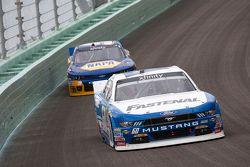 Chris Buescher, Roush Fenway Racing Ford y Chase Elliott, JR Motorsports Chevrolet