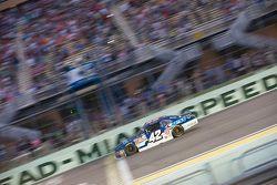 Kazanan Kyle Larson, Hscott Motorsports Chevrolet