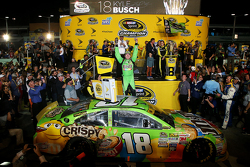 Championship Victory Lane: Race winner and 2015 NASCAR Sprint Cup Champion Kyle Busch, Joe Gibbs Racing Toyota