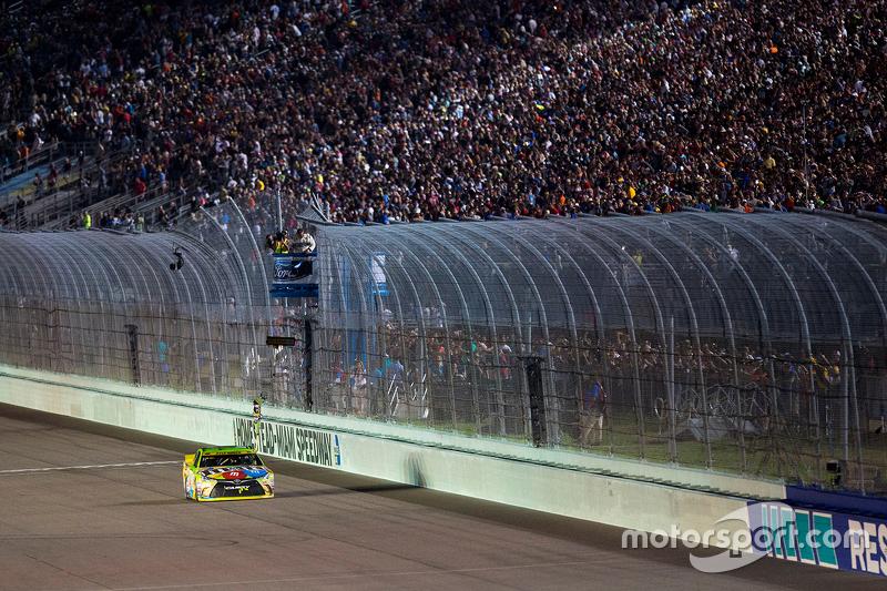 Race winner and 2015 NASCAR Sprint Cup Champion Kyle Busch, Joe Gibbs Racing Toyota