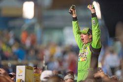 Race winnaar en 2015 NASCAR Sprint Cup kampioen Kyle Busch, Joe Gibbs Racing Toyota