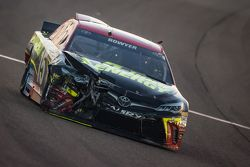Clint Bowyer, Michael Waltrip Racing Toyota crasht