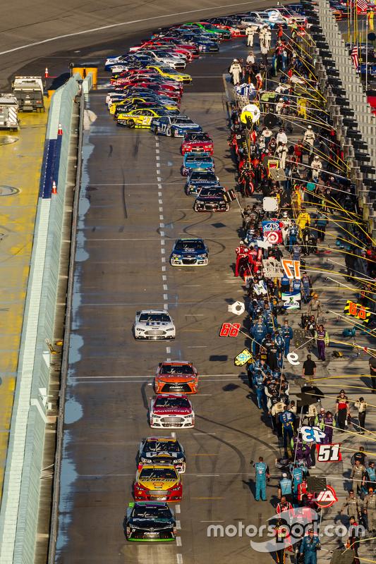 Denny Hamlin, Joe Gibbs Racing Toyota vooraan