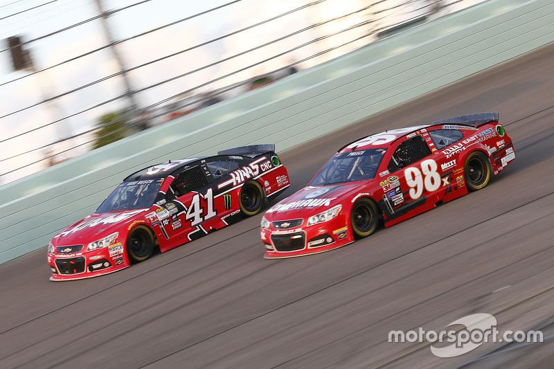 Kurt Busch, Stewart-Haas Racing Chevrolet, und Ryan Preece