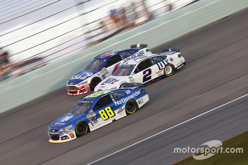 Dale Earnhardt Jr., Hendrick Motorsports Chevrolet; Brad Keselowski, Team Penske Ford