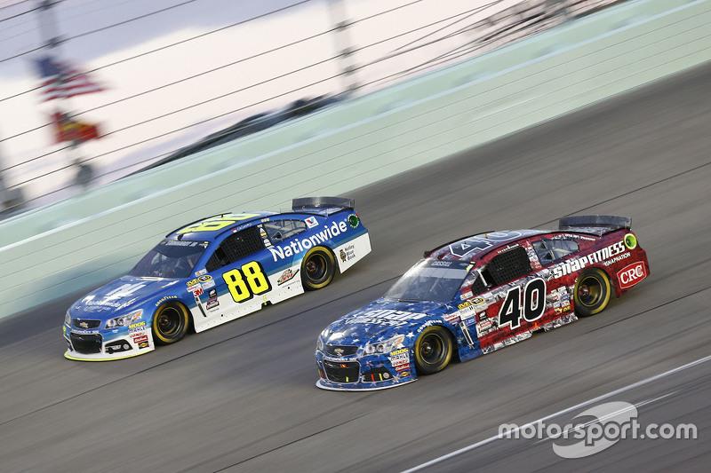 Dale Earnhardt Jr., Hendrick Motorsports Chevrolet; Landon Cassill, Hillman Circle Sport LLC Chevrol