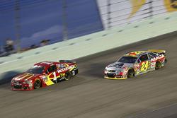Jamie McMurray, Chip Ganassi Racing Chevrolet; Jeff Gordon, Hendrick Motorsports Chevrolet