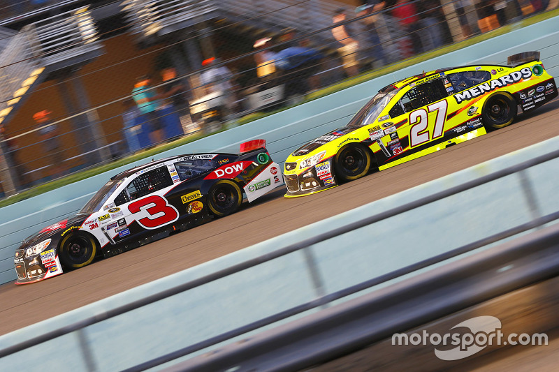 Austin Dillon, Richard Childress Racing Chevrolet; Paul Menard, Richard Childress Racing Chevrolet