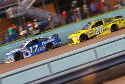 Ricky Stenhouse Jr., Roush Fenway Racing Ford et Matt Kenseth, Joe Gibbs Racing Toyota