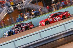 Landon Cassill, Hillman Circle Sport LLC Chevrolet et J.J. Yeley, BK Racing Toyota