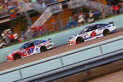 A.J. Allmendinger, JTG Daugherty Racing Chevrolet et Trevor Bayne, Roush Fenway Racing Ford