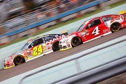 Jeff Gordon, Hendrick Motorsports Chevrolet et Kevin Harvick, Stewart-Haas Racing Chevrolet