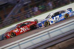 J.J. Yeley, BK Racing Toyota et Ricky Stenhouse Jr., Roush Fenway Racing Ford