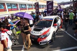 Grid girls of Kevin Gleason, Honda Civic TCR, West Coast Racing
