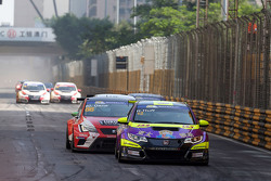 Rob Huff, Honda Civic TCR, West Coast Racing; Jordi Gene, SEAT Leon, Team Craft-Bamboo LUKOIL