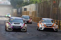 Michael Choi, SEAT Leon, Prince Racing Hong Kong and Samson Chan, SEAT Leon, Roadstar Racing Team