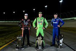 Le Champion NASCAR Camping World Truck Series Erik Jones, le Champion NASCAR Sprint Cup Series Kyle Busch, le Champion NASCAR Xfinity Series Chris Buescher