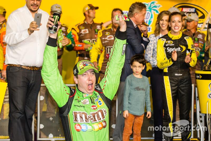 Victory lane: Kyle Busch, campeão da NASCAR Sprint Cup e vencedor em Homestead