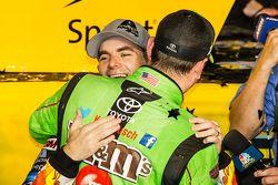 Victory lane: pemenang balapan dan 2015 NASCAR Sprint Cup series juara Kyle Busch, Joe Gibbs Racing