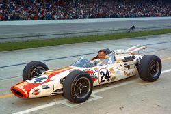 Graham Hill, Lola T90