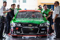 La voiture de Danica Patrick, Stewart-Haas Racing Chevrolet à l'inspection