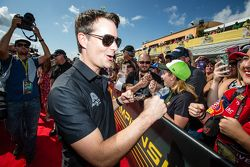 Jeff Gordon, Hendrick Motorsports Chevrolet arrives at drivers meeting