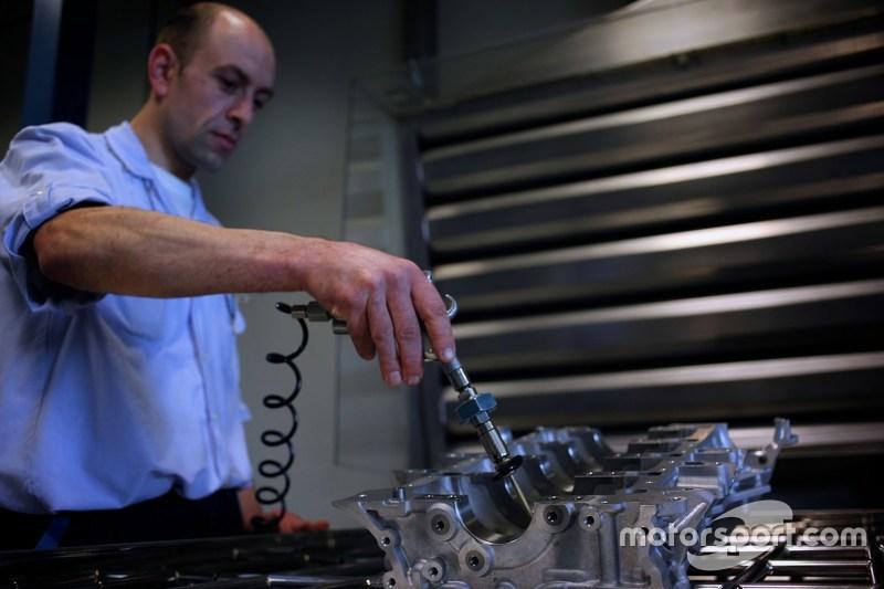 Controle de qualidade do motor Mecachrome