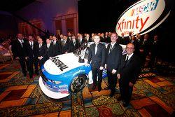 Il campione 2015 Xfinity Series Chris Buescher con il Roush Fenway Racing team