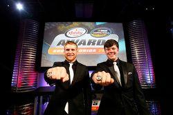 Campione NASCAR Truck Series Erik Jones e il campione NASCAR Xfinity Series Chris Buescher