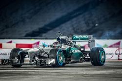 Паскаль Верляйн за рулем Mercedes AMG F1
