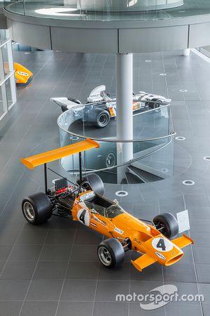 سيارات مكلارين الكلاسيكية في مركز التكنولوجيا