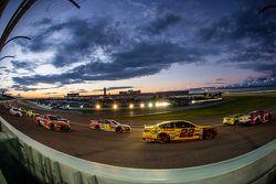 Kevin Harvick, Stewart-Haas Racing Chevrolet, Kyle Busch, Joe Gibbs Racing Toyota, Joey Logano, Team
