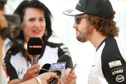 Фернандо Алонсо, McLaren со СМИ
