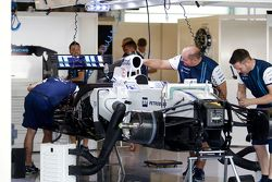 Williams FW37 being built in the pits