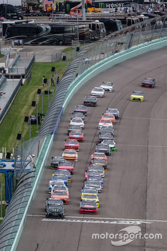 Restart: Austin Dillon, Richard Childress Racing Chevrolet and Kyle Busch, Joe Gibbs Racing Toyota lead the field