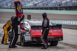 Pit stop per Joey Gase, Jimmy Means Racing Chevrolet