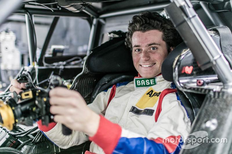 Лука Людвіг, Mercedes-AMG C 63 DTM seat fitting