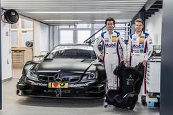 Sebastian Asch und Luca Ludwig, Mercedes-AMG C 63 DTM, bei der Sitzanpassung