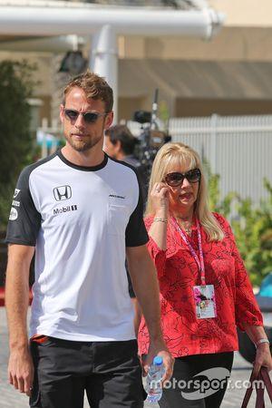 Jenson Button, McLaren con su madre Simone