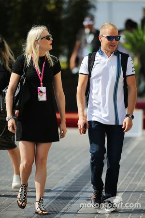 Valtteri bottas Nastola, Williams con su novia, Emilia Pikkarainen