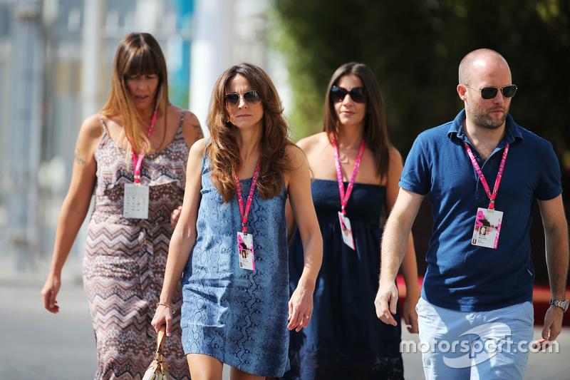 Familiares de Jenson Button chegam ao circuito